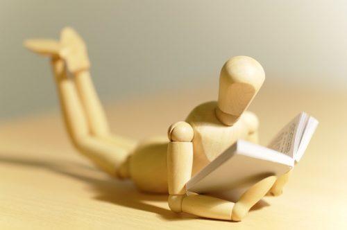 本を読む人形