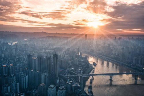 大都会と夕焼け