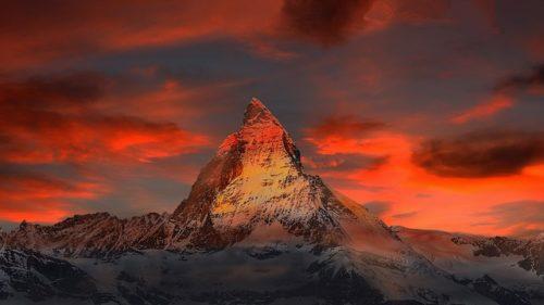 スイスの山の画像