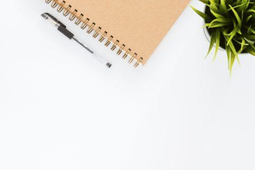ノート+ペンのシンプルな画像