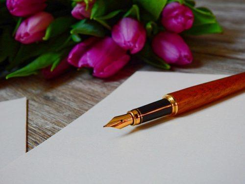 万年筆と花の画像