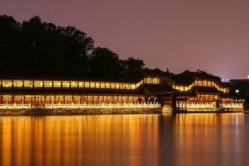 北京の北海公園の夜景