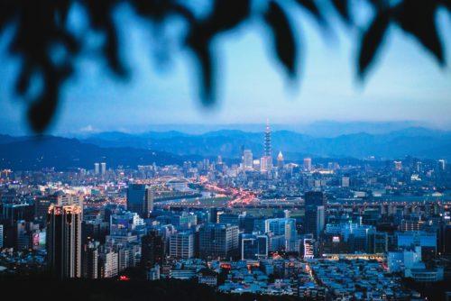 高台から台北を見下ろした画像