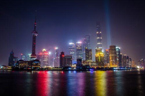 上海の外灘のカラフルな夜景