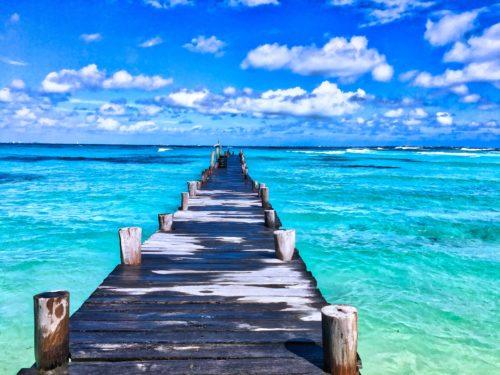 海に伸びる桟橋の画像