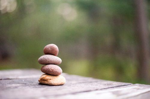 積まれた小さい石