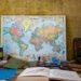 世界地図や本が机の上に置かれている